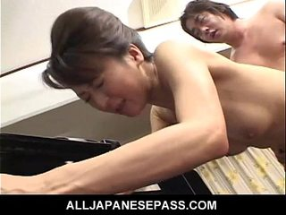 Super-naughty babe in a kimono has her vulva fingerblasted and humped